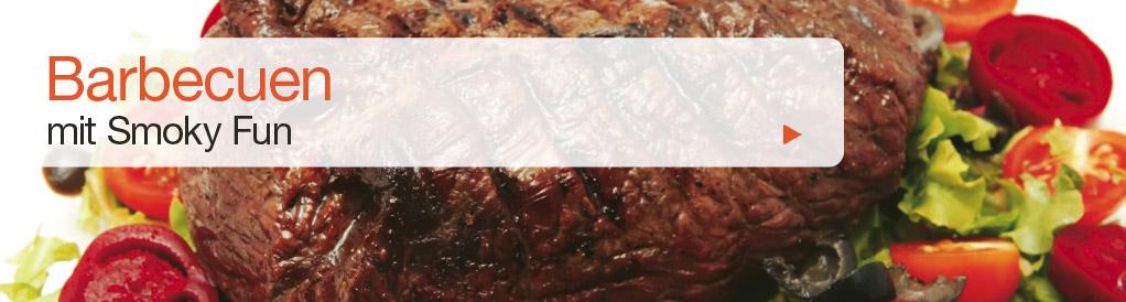 Diese Methode ist ähnlich wie indirektes Grillen, mit dem Unterschied, dass mit niedrigeren Temperaturen gegrillt wird (80° – 140° C). Das ist die meist benutzte Methode bei unseren BBQ Smokern. So werden Speisen gegart, die eine längere Zubereitungszeit brauchen (z.B. grosse Fleischstücke). Dank dieser schonenden Methode bleiben die Speisen saftig und haben einen hervorragenden Geschmack.
